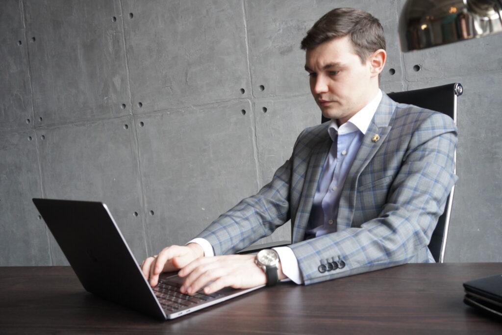 Чек-лист: как вести себя сотрудникам при обыске в офисе?